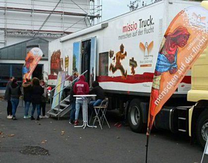 missio-Truck an der Friedrich-Dessauer-Schule