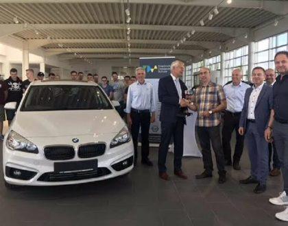 Autohaus Bilia übergibt neues Schulungsfahrzeug