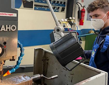 Metall-, Holz- und Elektrotechniker der Berufsfachschule auf der Zielgeraden